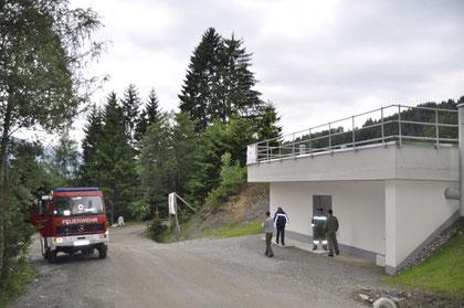 Besichtigung des neuen Wasserbaseins zw. Lärchenwald und Nockhof