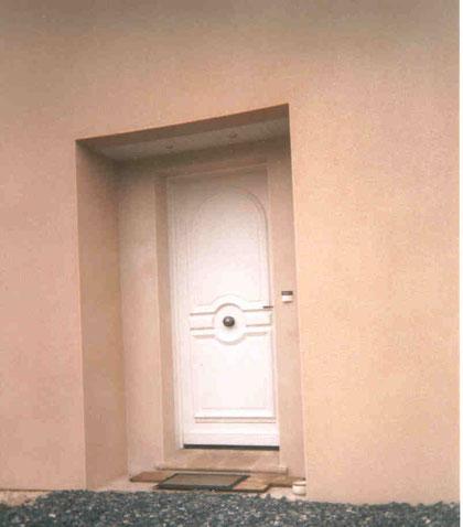 Porte Entrée bois prés peinte