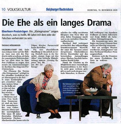 """""""Immer Ärger mit den Alten"""": Szenenfoto mit Josa Sommerauer und Johann Geier (Salzburger Nachrichten, 10.11.2009)"""