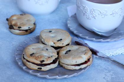 scones alla cannella e cramberries ricetta tipica Londra Inghilterra ora del tè tea time biscotti dolci salati preparazione