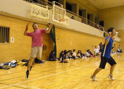 男子チームAのダブルス戦 Photo by K,Kawasaki