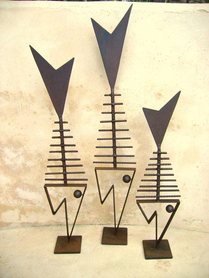 """""""GRÄTENFISCHE"""" (Material:Eisen, Höhe:0,84m-0,59m, Breite:0,15m-0,16m, Preis:Fisch groß 130€, mittel 120€, klein 110€)"""