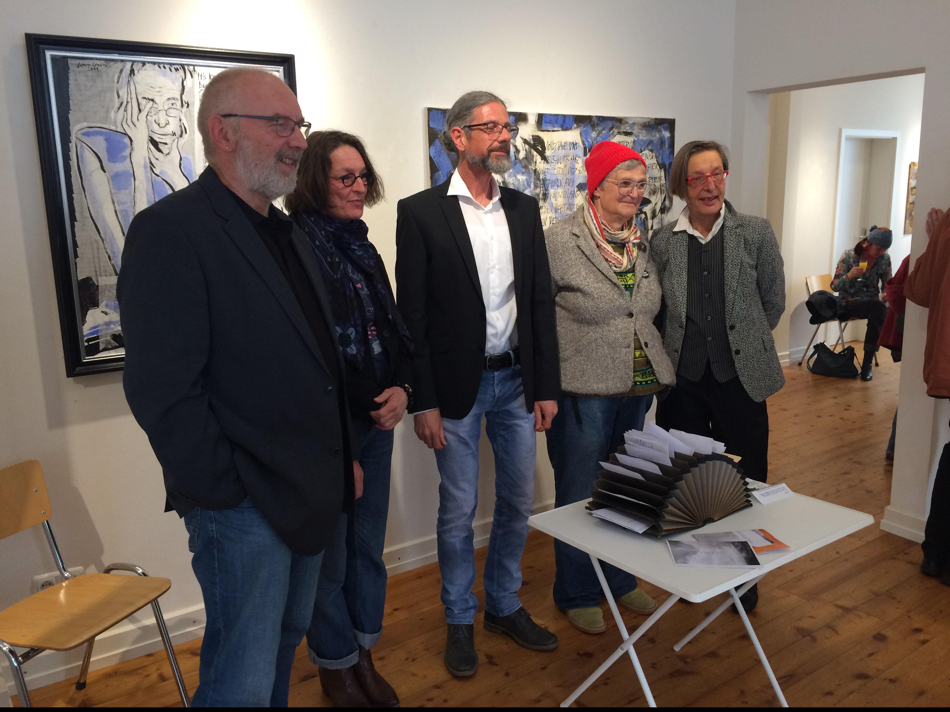 Vernissage der Landfahrer; von links: Eberhard Marx, Nadja Hormisch, Manfred Etten, Jean Lessenich, Kuratorin Maggie Töpfer