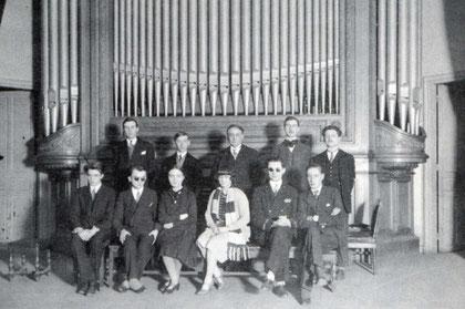 La classe d'orgue de Marcel Dupré au Conservatoire de Paris (Gaston Litaize 2ème à droite, Jean Langlais 2ème à gauche)