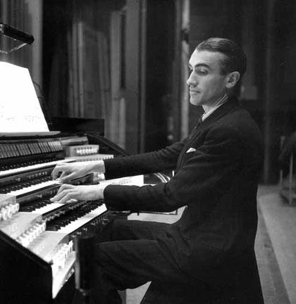 André Fleury à l'orgue du Palais de Chaillot