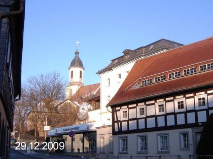 Blick auf Kirche und Marien-Apotheke
