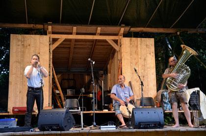 Die Mollner Maultrommler beim 2. Feldegger Maultrommeljam im Rahmen der 1. Feldegger Obertontage 2012  (Foto: Rita Heitzinger)