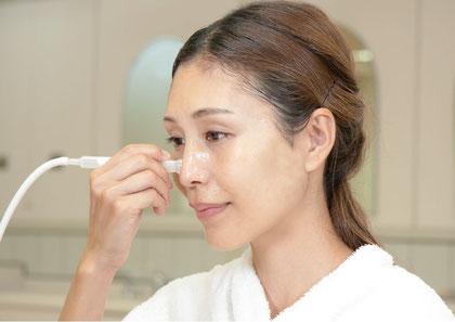 お肌にやさしく、皮脂や角栓を除去し、ニキビを防ぎお手入れ効果をアップします。お手入れ後の肌はツルツル、スベスベ。鼻やアゴのざらざら、ぼつぼつに。気になる角栓や皮脂詰まりに、ニキビ予防に。毛穴の黒ずみ、開き。鼻、アゴにニキビできやすい。自分でできる毛穴吸引ケア。毛穴スッキリ。ニキビケア化粧品クロロフイル。ニキビ、ニキビ跡、お肌の弱い方、肌アレ、シミ、シワでお悩みの方に好評。