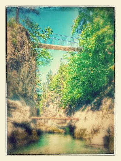 Hängebrücke über die Schlitza bei Coccau