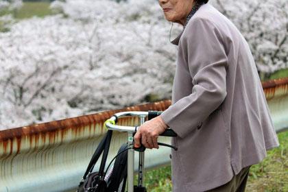 脊柱管狭窄症の高齢者の画像