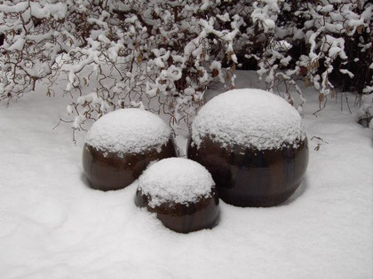 Keramikkugeln im Schnee