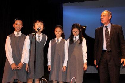 1er Prix : Victoria Li, Sharon Tam, Kimberly Yeung, Natalie Loo, Sharon T. Abratique (5A, PLKCTSLPS)