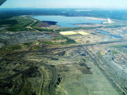 Tagebau in den Athabasca-Ölsanden in Alberta