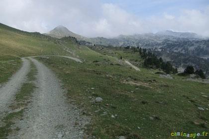 La Pierre Saint Martin vue du plateau de Lèche, le Pays du brouillard et du  calcaire