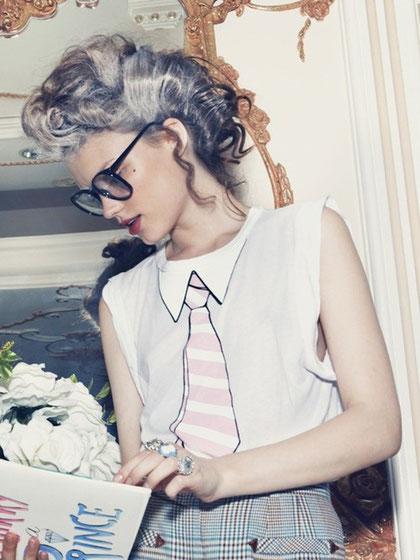 Grau als Trendfarbe: Das Beauty Fashion Statement | Hot Port Life & Style | 30+ Style Blog