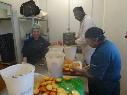 Verarbeitung der Orangen des Mas de Granier zu Marmelade, St. Martin de Crau