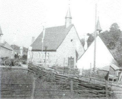 Die alte und neue Kapelle 1947 stehen nebeneinander