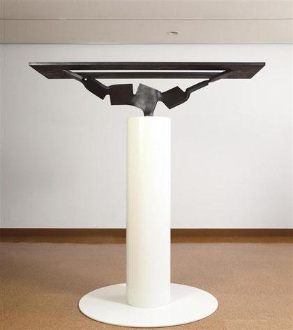 Metamorphosis - 水面 <No.M - 31> / 2010 / H.40 (含台座全高:185cm) x 180 x 110 cm / steel