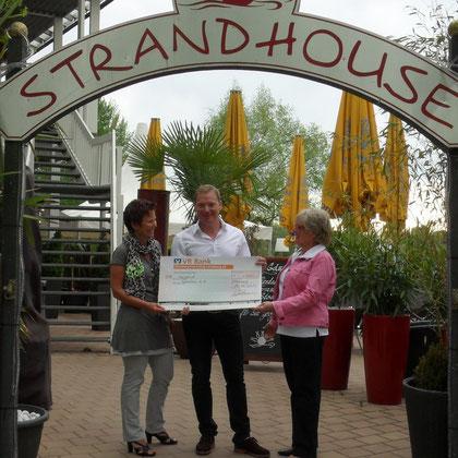 Scheckübergabe Strandhouse Spende von 1000€