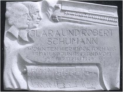 "Gedenktafel am Maxener ""Doktorhaus"" – Foto: Niggemann-Simon"