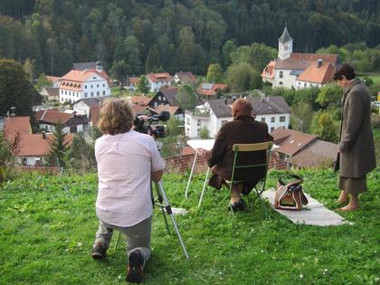 Bettina avec sa sœur Gabriele Richard à l'occasion du tournage de la radio bavaroise pour la visite de Bettina Heinen-Ayech dans la partie bavaroise de Kreuzthal-Eisenbach