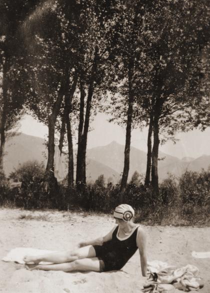 Frieda Enzenroß im Jahre 1929 bei Locarno