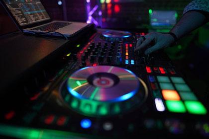 der Arbeitsplatz des DJs