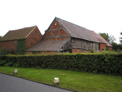 Bumble End Barn. Photograph courtesy of Mike Kemble with whose kind permission this image is used. 'All Rights Reserved'.