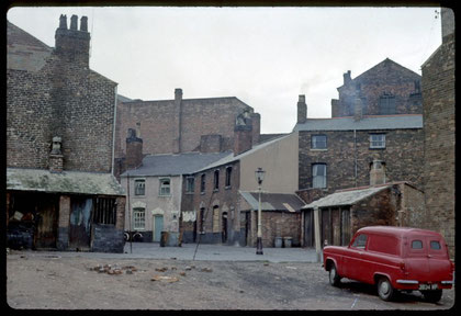 Court in Hampton Street near St George's Church (demolished). The front houses have been demolished. Photograph 1963 by Phyllis Nicklin