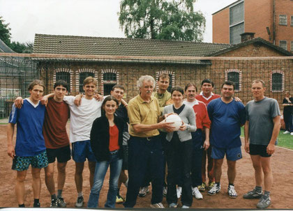 Wolfsburger Sozialvolleyballer mit Rudi Stein (Mitte) von der Justizvollzugsanstalt Wolfenbüttel