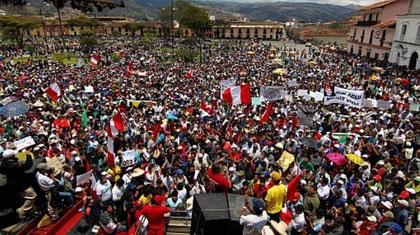 Peru: Tusinder demonstrerede mod regeringens guldmineprojekt i provinshovedstaden Cajamarca