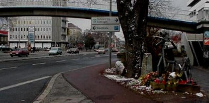 På den stærkt trafikerede vej Weender Strasse i nærheden af universitetet døde Conny Wessmann.
