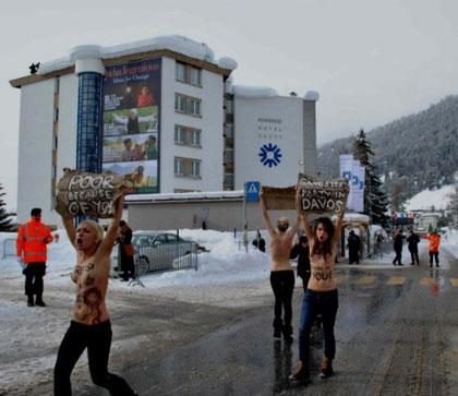 Protestaktion mod WEF i Davos, d 28. januar 2012