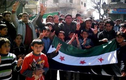 Folk i Baba Amr hilser Røde Halvmåne velkommen