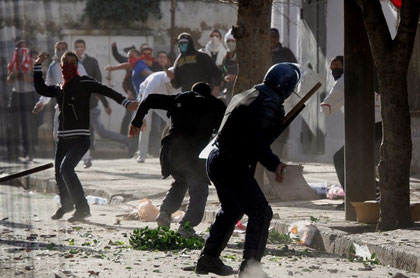 Gadekampe mellem demonstranter og politiet i Daraa