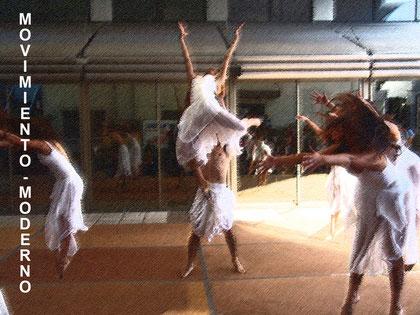 cía.Mo-Mo presentación día de la danza  Uniacc