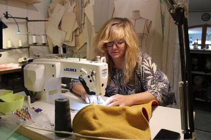 atelier , créations , couture, stylisme , artisanat, vêtements, accessoires , féminin , femme , boutique, créateurs , montpellier , robes , pantalons , casquettes , chapeaux