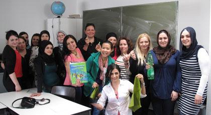 """Grün, grün, grün: Auch die Teilnehmerinnen waren begeistert, eine """"echte"""" Grünen-Politikerin kennenzulernen."""