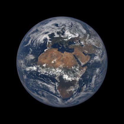 Bildquelle (tagesaktuelles Bild unserer Erde): https://epic.gsfc.nasa.gov/