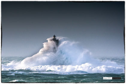 Le pahre du four enlacé par la vague