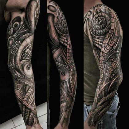 Tattoo horror biomechanik