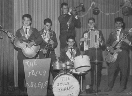 1959: v.l.n.r. Daan Smit 14 jaar, gebroeders Korver (sax en trompet), Pa Frissen 13 jaar. Piet ???, Herman Kölker 14 jaar,