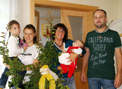 Nina Pötz mit Sonja Maderbacher und Kurt Prinz