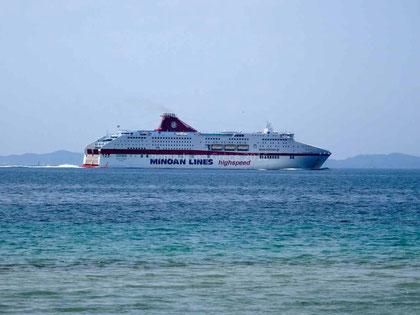 Notre bateau quittant Igoumenitsa pour Patras, avant de revenir nous chercher à Igoumenitsa