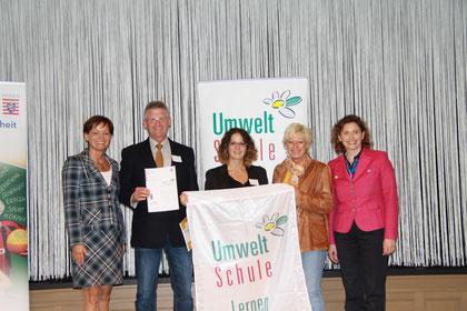 Auszeichnung durch Umweltministerin Puttrich (li.) und Kultusministerin Beer (re.)