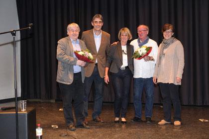 Blumen für Joerg SCHUMACHER (Sparkassenstiftung) und Dr. Jan Uwe ROGGE