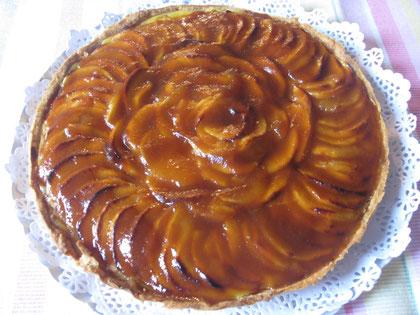 Tarta de manzana clásica: pasta quebrada, crema pastelera, manzana reineta y mermelada de manzana