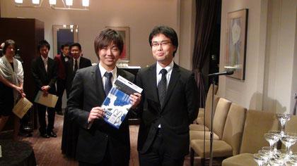 内藤勇真君(左),謝恩会にて