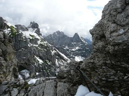 Im Mittenwalder Klettersteig mit Blick ins Karwendel