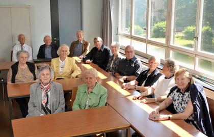Rentner besuchen ihr ehemaliges Klassenzimmer im Muesmatt-Schulhaus in Bern. Darunter hat es womöglich auch ehemalige kantonale Angestellte.